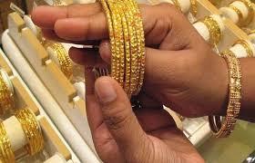 सोने में आई जबरदस्त गिरावट, चांदी पिछले महीने के मुकाबले 19,229 रुपये सस्ती हुई
