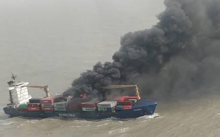 बंगाल की खाड़ी में पोत पर कंटेनर में लगी आग, तटरक्षक बल कोलकाता रवाना